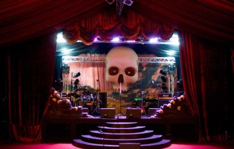 37-gothic-stage-set