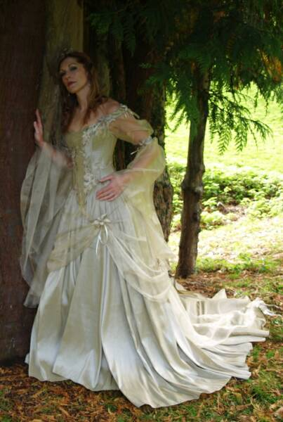 lord of the rings inspired wedding dresses alternabrides
